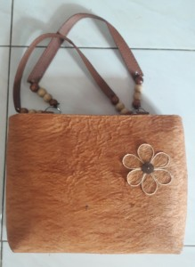 Tas wanita kulit kayu (1)